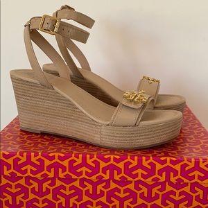 Tory Burch Elian 80mm Wedge Sandal in patent beige
